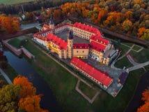 Castelo aéreo na noite do outono, Bielorrússia Minsk de Nesvizh da foto imagem de stock royalty free