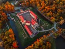 Castelo aéreo na noite do outono, Bielorrússia Minsk de Nesvizh da foto fotos de stock royalty free