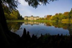 Castelo alemão no lago fotos de stock royalty free