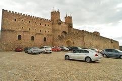 Castelo bonito convertido na pensão nacional na vila de Siguenza Arquitetura, curso, renascimento fotografia de stock