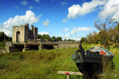 Castelo Co. Clare Ireland de Bunratty Fotos de Stock Royalty Free