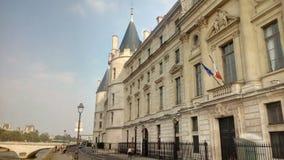 Castelo Conciergerie - palácio real e prisão anteriores, Paris, França fotografia de stock