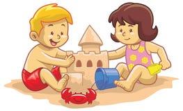 Castelo da areia da construção das crianças Fotografia de Stock Royalty Free