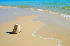 Castelo da areia na costa fotos de stock royalty free