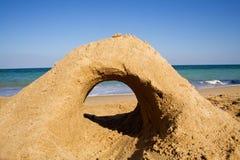 Castelo da areia na praia fotografia de stock royalty free
