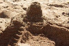 Castelo da areia na praia fotografia de stock