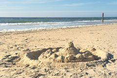 Castelo da areia na praia de Texel Imagem de Stock Royalty Free