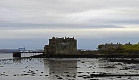 Castelo da obscuridade um lugar do Outlander em Escócia Fotografia de Stock