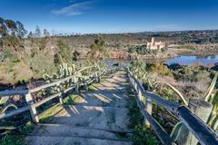 Castelo de Almourol - Portugal - fundo da arquitetura É construído em uma ilha no rio Tagus foto de stock