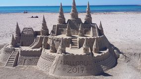 Castelo de areia surpreendente Fotografia de Stock Royalty Free