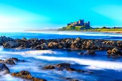 Castelo de Bamburgh, costa leste norte de Inglaterra Imagem de Stock Royalty Free