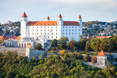 Castelo de Bratislava na noite fotografia de stock royalty free