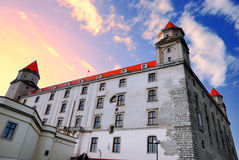 Castelo de Bratislava no vermelho fotografia de stock