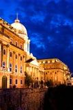 Castelo de Budapest, opinião da noite Fotos de Stock Royalty Free