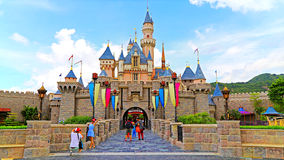 Castelo de Cinderella em Disneylâandia Hong Kong Imagens de Stock Royalty Free