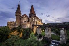 Castelo de Corvin ou castelo de Hunyad, Hunedoara, Romênia, o 18 de agosto de 2016 Imagem de Stock Royalty Free