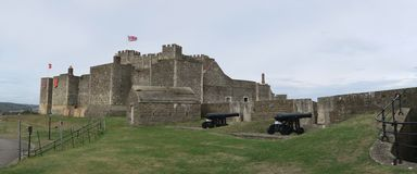 Castelo de Dôvar - fortaleza histórica - acima do canal inglês foto de stock royalty free