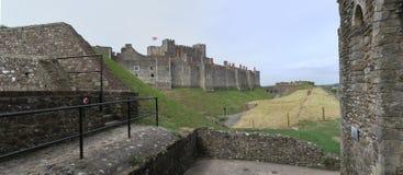 Castelo de Dôvar - fortaleza histórica - acima do canal inglês imagens de stock