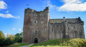 Castelo de Doune, Scotland Uma fortaleza medieval construída pelo duque de Albany, do lugar do filme Monty Python e do Santo Graa imagens de stock