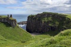 Castelo de Dunseverick - condado Antrim - Irlanda do Norte Fotografia de Stock Royalty Free
