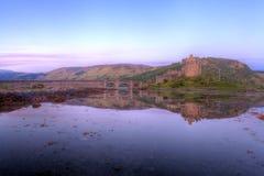 Castelo de Eilan Donan no nascer do sol Fotos de Stock Royalty Free