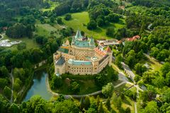 Castelo de Eslováquia de Bojnice nas horas de verão Fotografia de Stock
