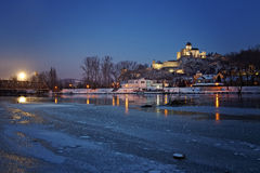 Castelo de Eslováquia Trenciansky após o por do sol Fotos de Stock