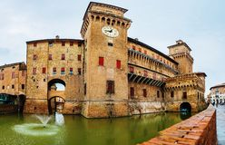 Castelo de Este no centro de Ferrara, Itália do norte fotos de stock royalty free