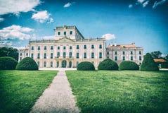 Castelo de Esterhazy com o parque em Fertod, filtro análogo imagem de stock