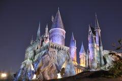 Castelo de Harry Potter em Orlando universal na noite fotografia de stock royalty free