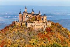 Castelo de Hohenzollern no outono fotos de stock royalty free