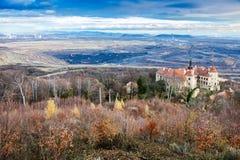 Castelo de Jezeri, poço de CSA, Boêmia norte, república checa imagens de stock royalty free