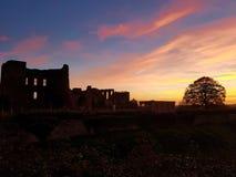 Castelo de Kenilworth com por do sol bonito fotografia de stock royalty free