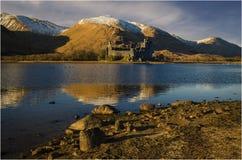 Castelo de Kilchurn no cenário Escócia do inverno imagens de stock royalty free