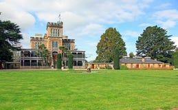 Castelo de Larnach em boas vindas de Dunedin Nova Zelândia você imagens de stock