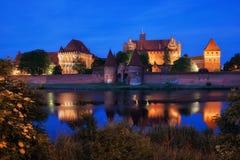 Castelo de Malbork na noite no Polônia Foto de Stock