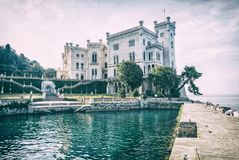 Castelo de Miramare perto de Trieste, filtro análogo foto de stock