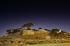 Castelo de Monteferro em Baiona na noite fotografia de stock royalty free