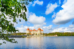 Castelo de Moritzburg na primavera Imagens de Stock