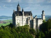 Castelo de Neuschwanstein em cumes bávaros, Alemanha fotografia de stock