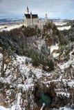 Castelo de Neuschwanstein no ângulo largo de Alemanha imagem de stock royalty free