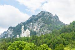 Castelo de Neuschwanstein nos cumes bávaros, perto de Fussen-Schwanga Foto de Stock