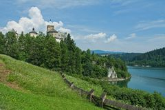 Castelo de Niedzica em Poland Foto de Stock