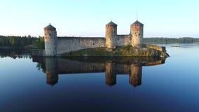 Castelo de Olavinlinna, vídeo aéreo do amanhecer Savonlinna, Finlandia filme