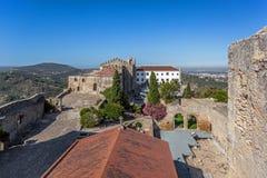 Castelo DE Palmela Castle met de ruïnes van Igreja DE Santa Maria stock foto's
