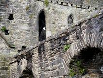 Castelo de pedra com os arcos na Irlanda Imagem de Stock Royalty Free