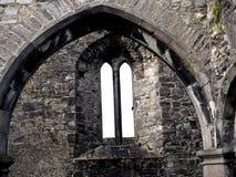 Castelo de pedra com os arcos na Irlanda Foto de Stock
