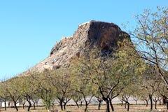 Castelo de Penas de San Pedro em cima da rocha, Spain Fotografia de Stock