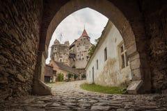 Castelo de Pernstein, o pátio do castelo gótico e do renascimento Imagens de Stock Royalty Free