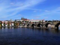 Castelo de Praga e ponte de Charles Fotos de Stock Royalty Free
